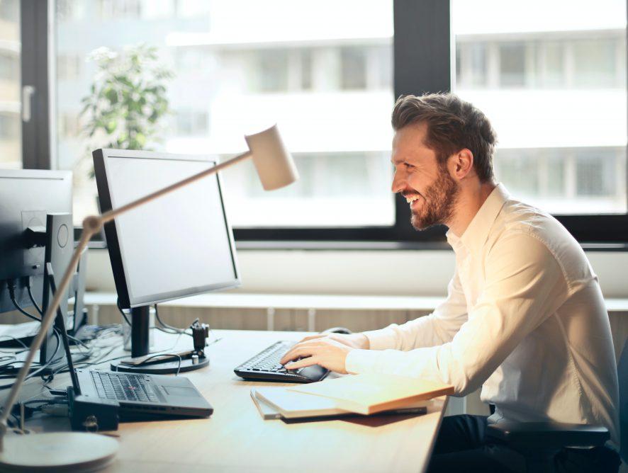 Ahorrar costes y tiempo: preguntas y respuestas para contratar un software jurídico